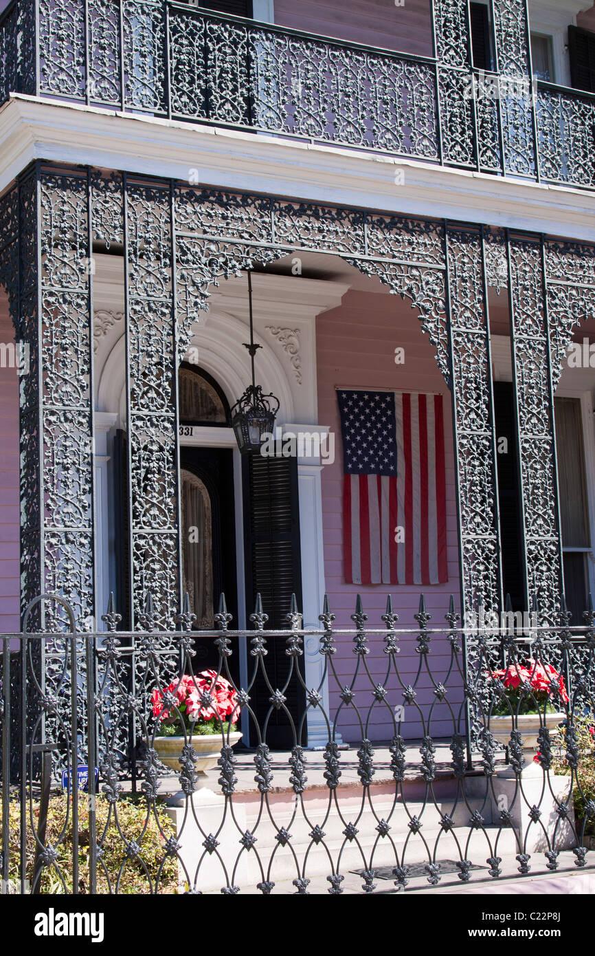 Komplizierten schmiedeeisernen Geländer und Zaun Musson House im Garden District von New Orleans Stockbild
