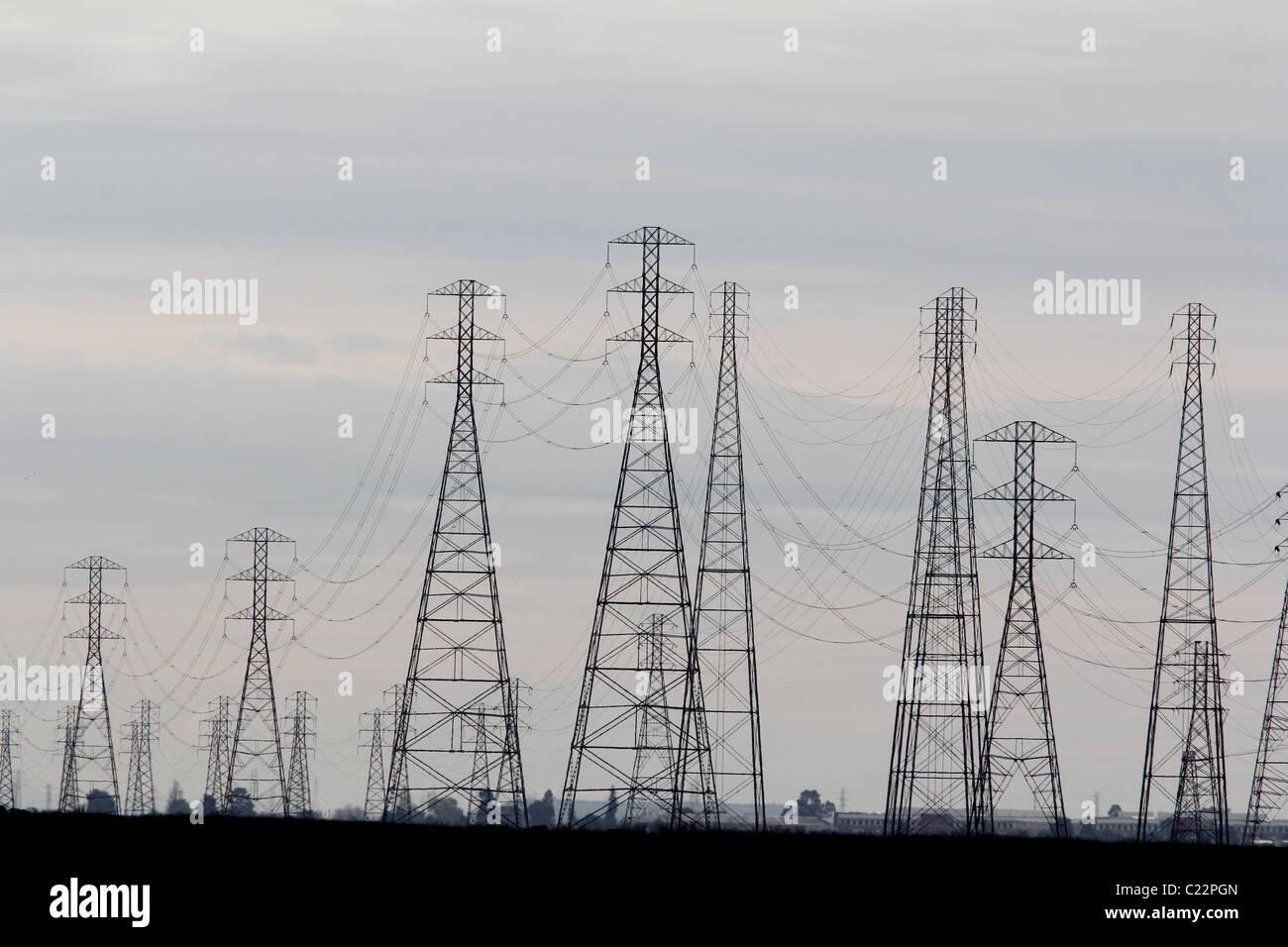 Stromversorgungsnetz Linien Palo Alto Baylands Park in Kalifornien Stockbild