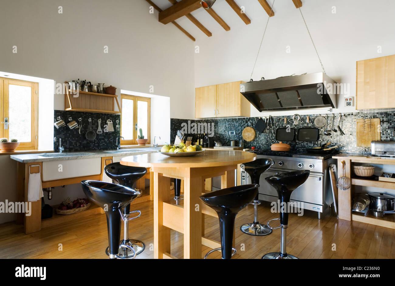 Gemütlich Küche Barhocker Moderne Bilder - Ideen Für Die Küche ...