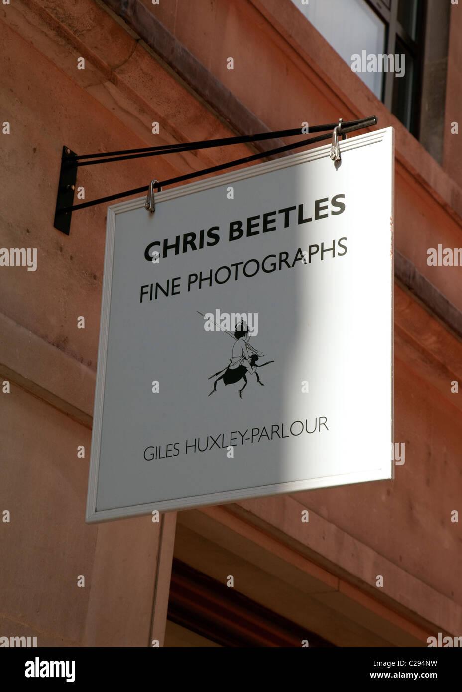 Melden Sie auf Chris Käfer feine Fotos Galerie, Schwalbe Street, London Stockbild