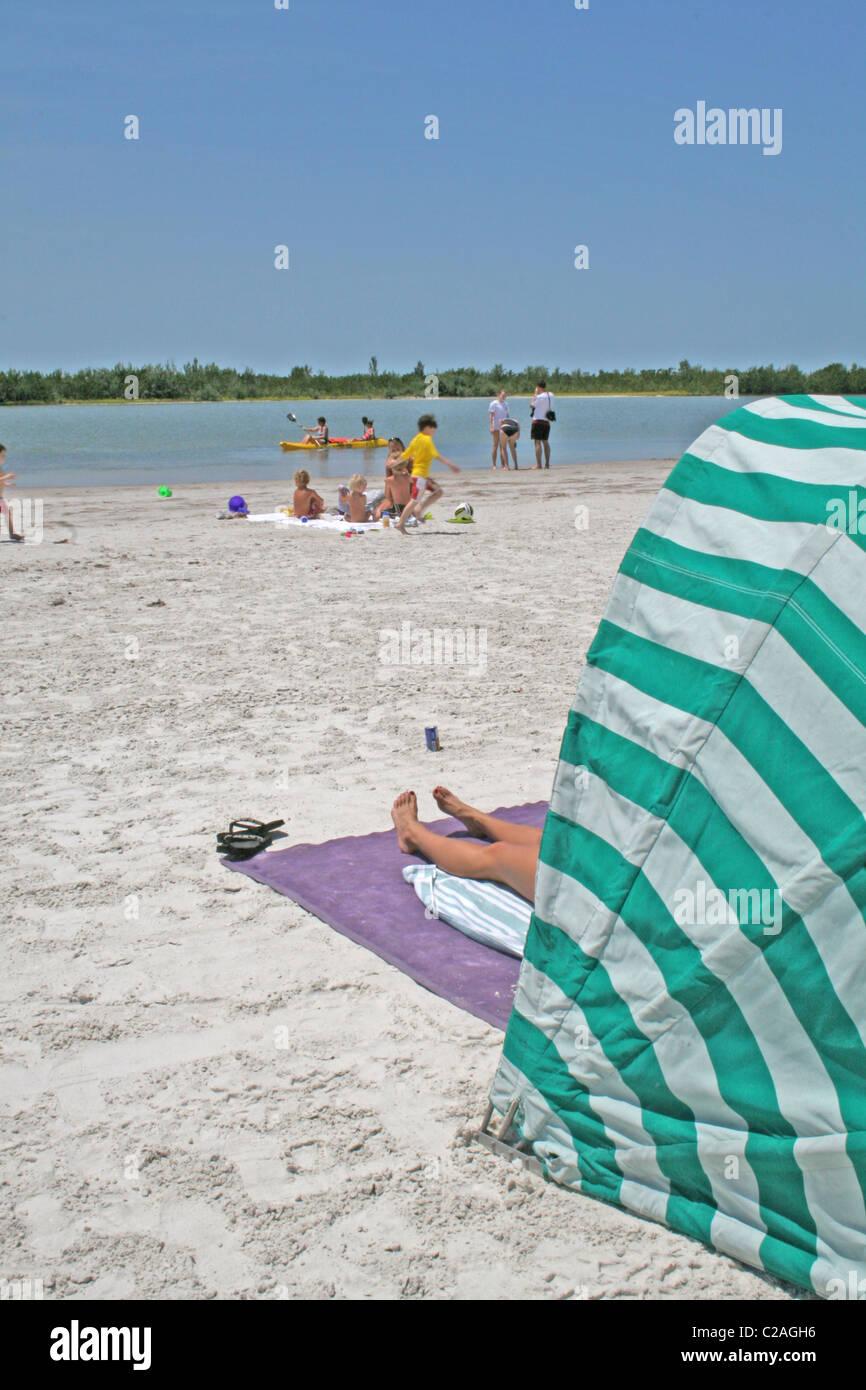 Menschen an Tigertail Beach Marco Island, Florida Stockbild