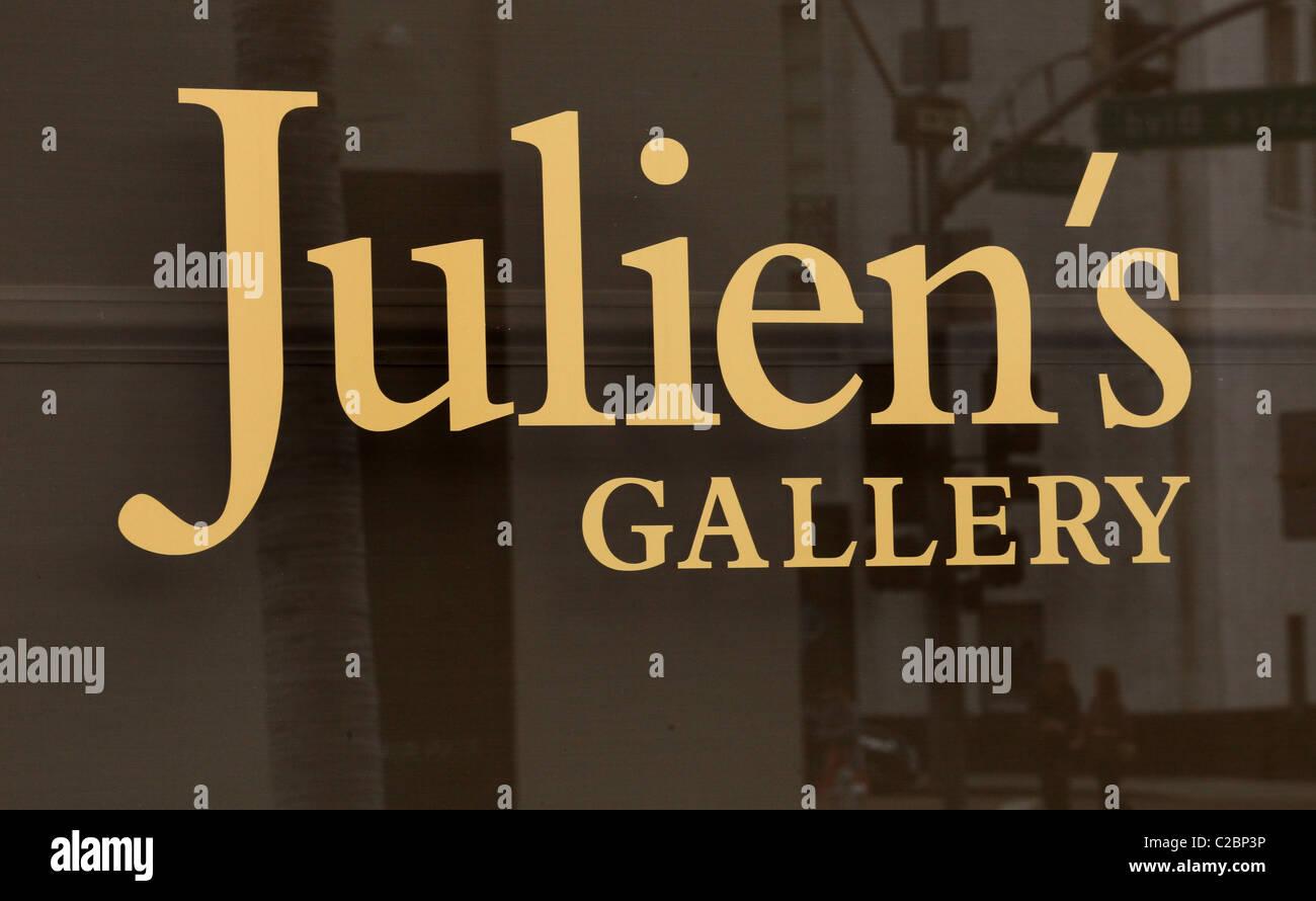 STIL VON JOLIE EINFÜHRUNG JULIENS GALERIE ROBERT PROCOP UND ANGELINA JOLIE. KÜNSTLERISCHER SCHMUCK ZUSAMMENARBEIT Stockbild