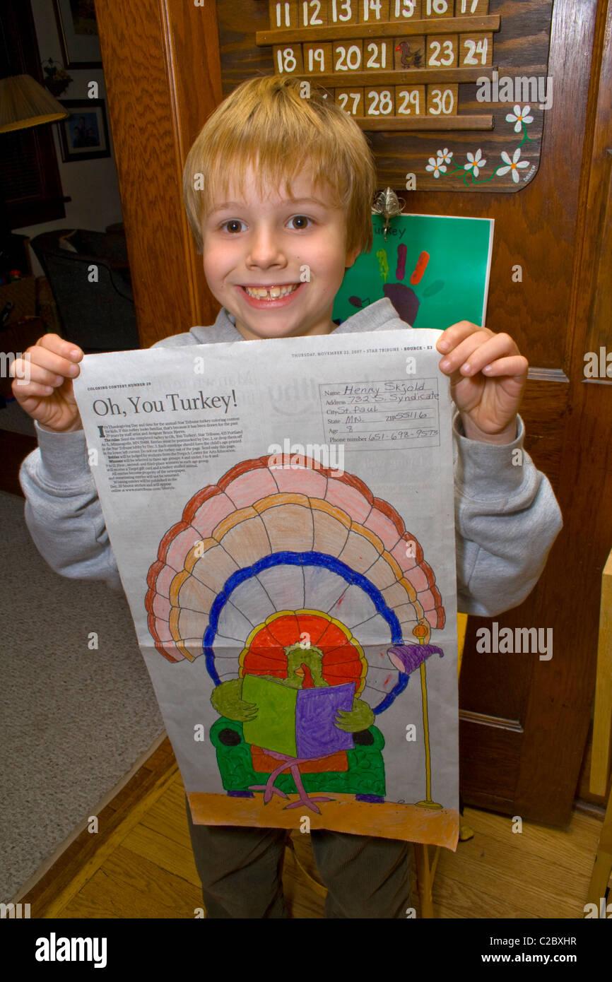 Junge 8 Jahre halten Eintrag in jährlichen Star Tribune Zeitung ...
