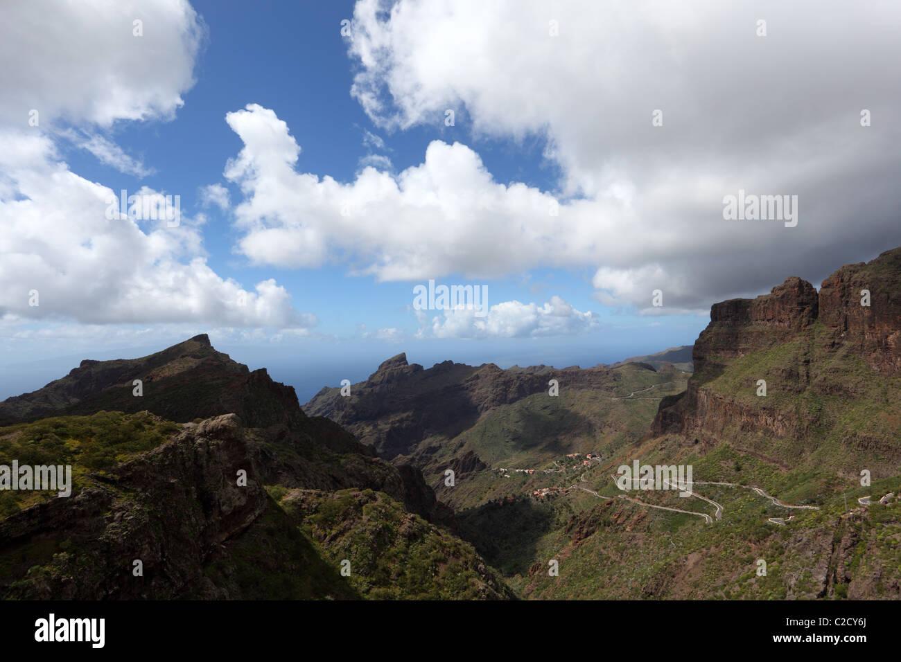 Blick in Richtung der Masca-Schlucht auf der Kanarischen Insel Teneriffa, Spanien Stockbild