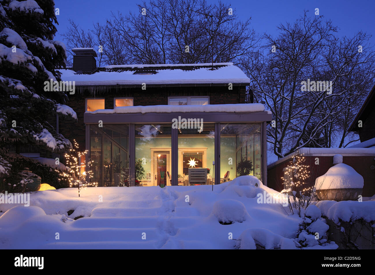 Wohnhaus Mit Wintergarten Einfamilienhaus Reihenhaus Gartenseite