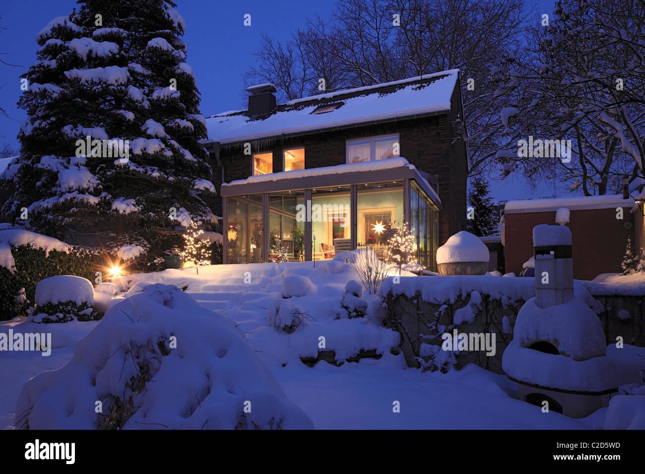Wohnhaus mit Wintergarten, Einfamilienhaus, Reihenhaus, Gartenseite ...