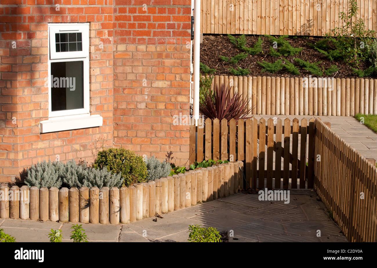 Holztor Zaun Und Einfassung In Einem Neu Angelegten Garten Vor