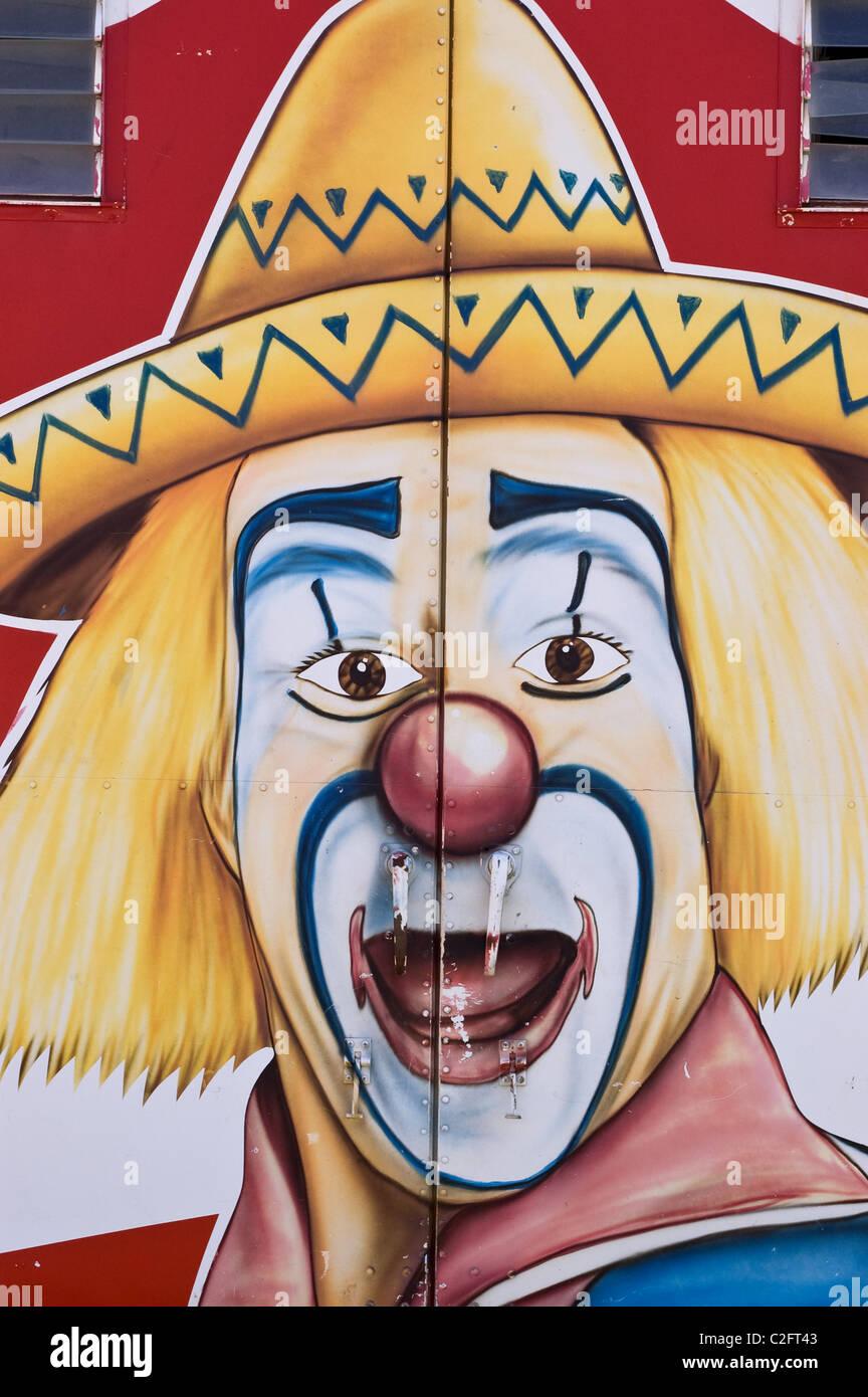 Ein Clown Auf Der Ladeflache Eines Lastwagens Gemalt Ramo Brothers Circus Stockfotografie Alamy