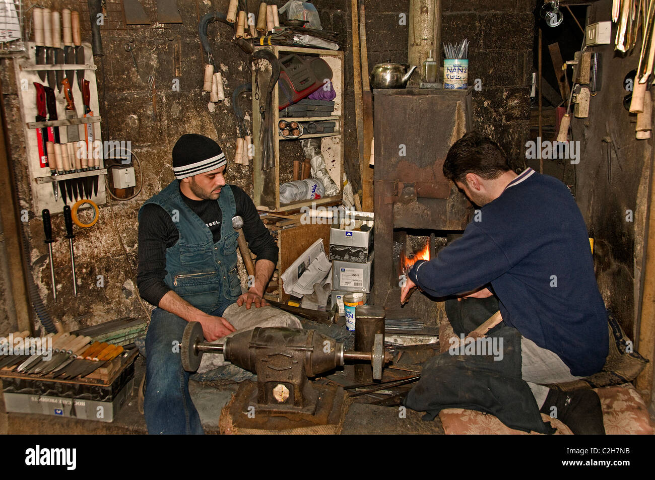 Homs Syrien Backsmith Smith wieder hammer Basar Stockbild
