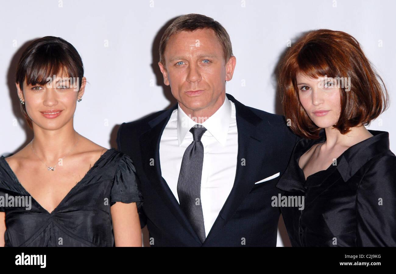 Olga Kurylenko Daniel Craig Und Gemma Arterton James Bond 007