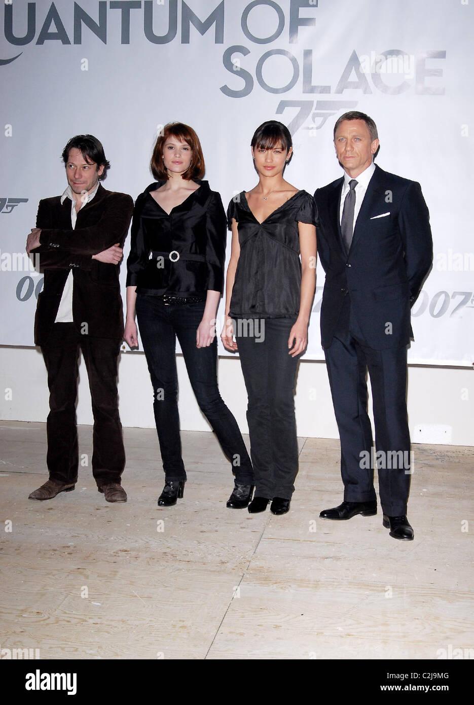 Gemma Arterton Olga Kurylenko Mathieu Amalric Und Daniel Craig