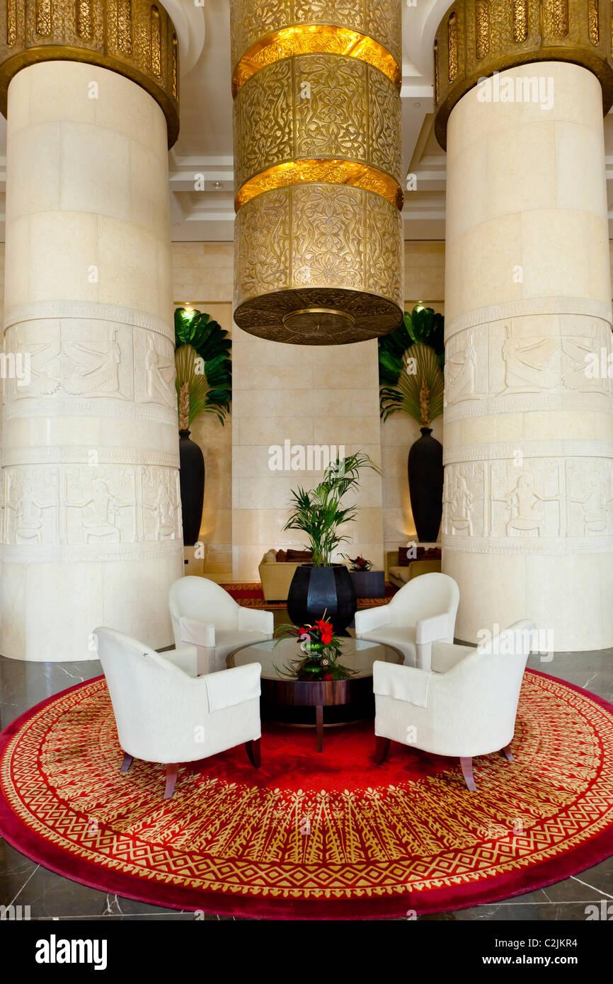 Das Interieur des Hotels Raffles Dubai in Dubai, Vereinigte ...