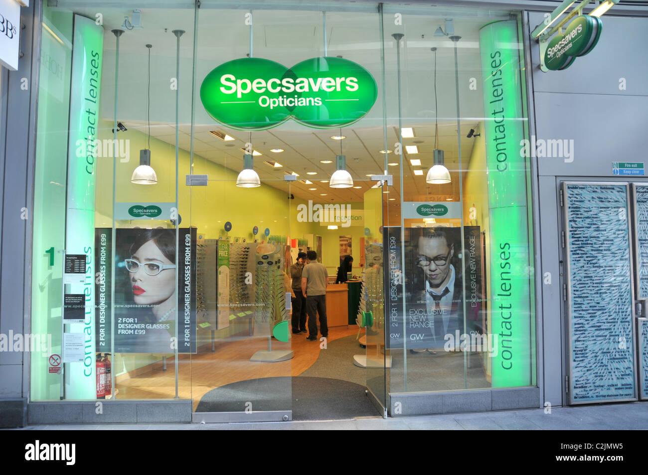 05ee41d145c5 Specsavers Optiker Brille Auge Test Gläser Sehvermögen kurz gesichtet  weitsichtigste