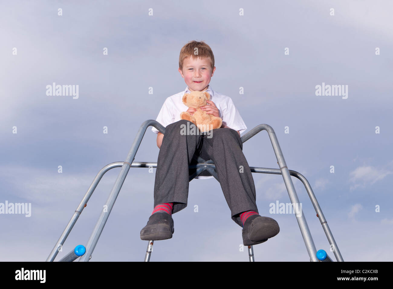 Kletterdreieck Alter : Ein model release bild sieben jahre alter junge und sein