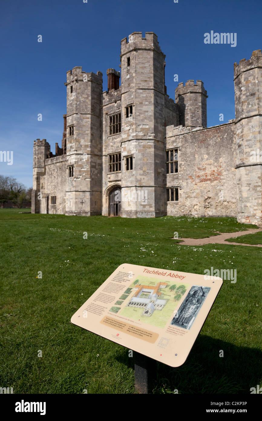 Hinweisschild und Titchfield Abbey Ruine in der Nähe von Fareham in hampshire Stockbild