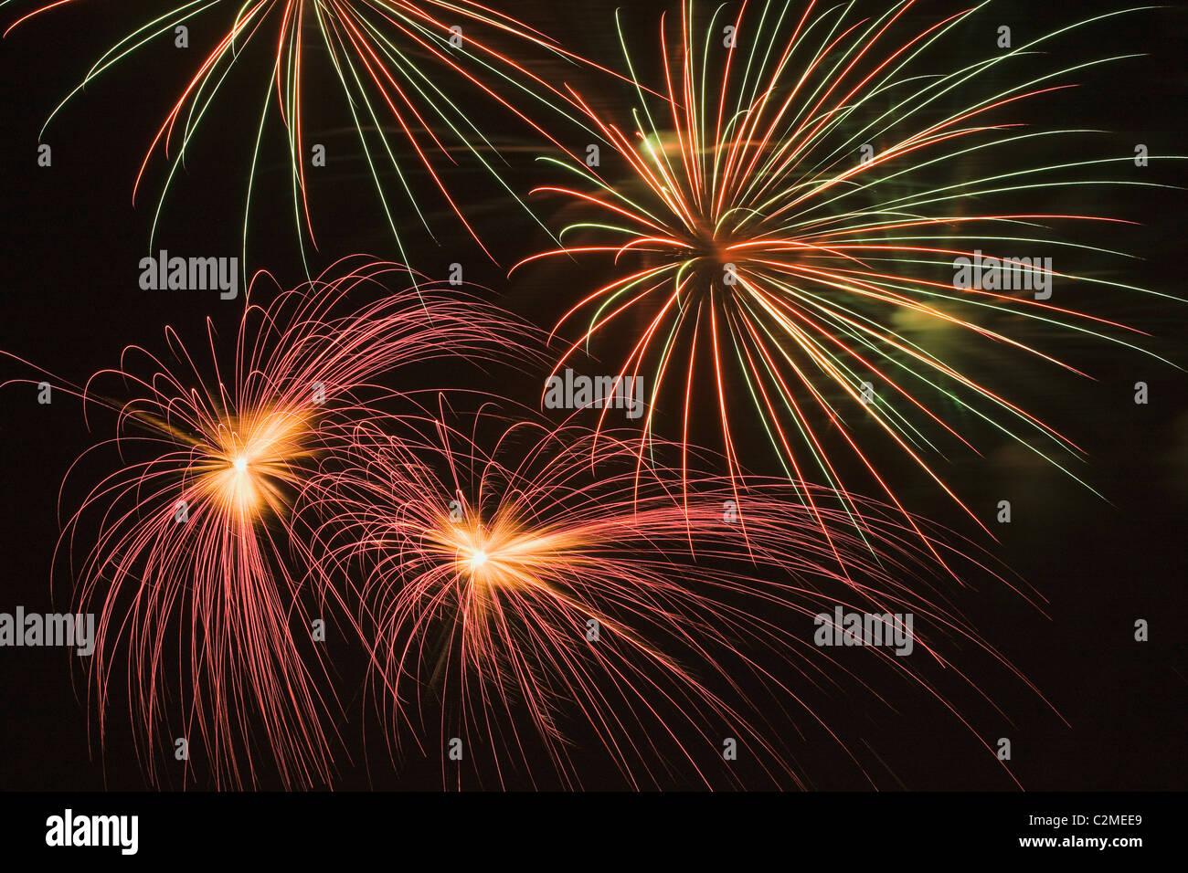 Feuerwerk; Buntes Feuerwerk in der Nacht Stockbild