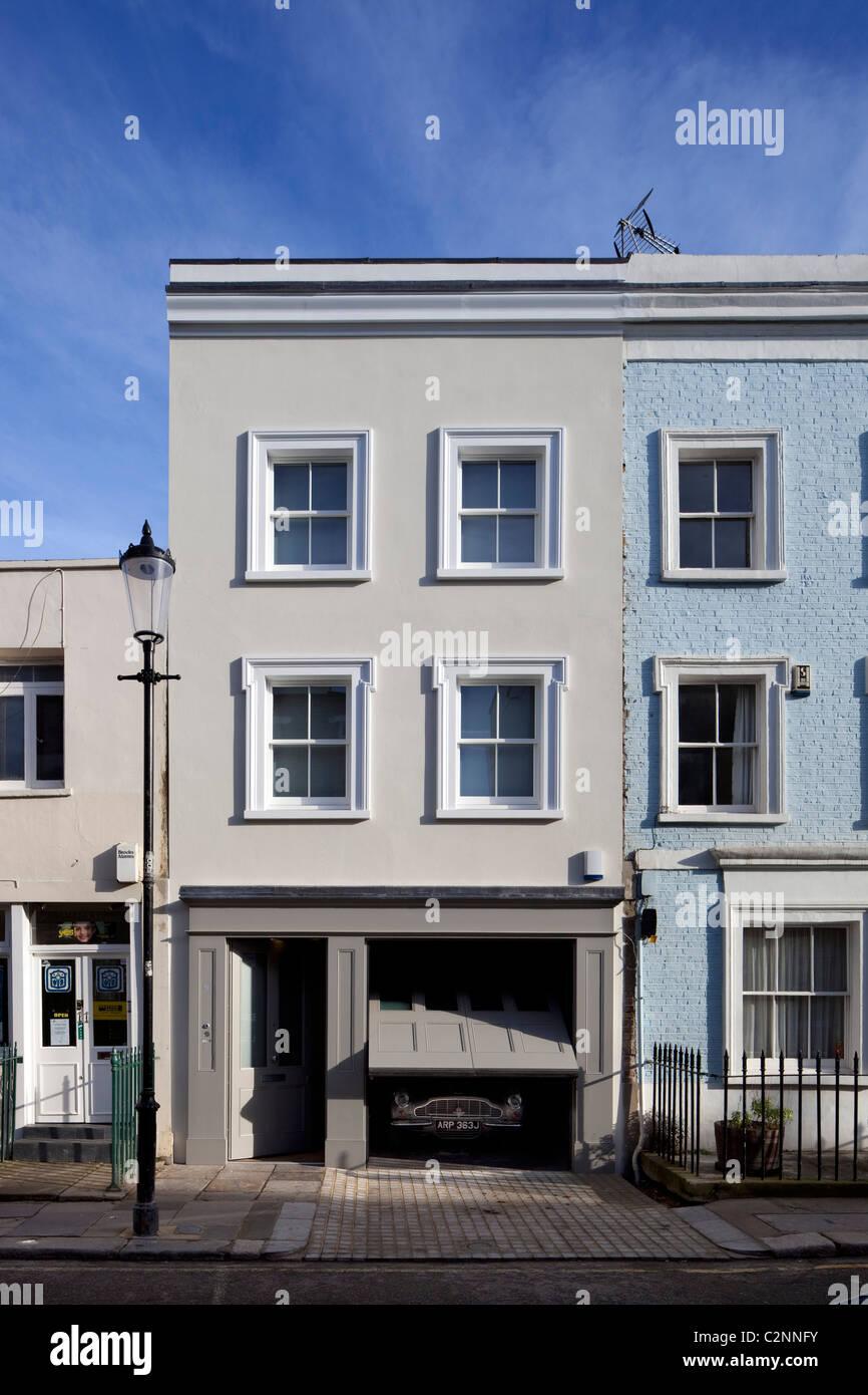 Georgian House umgewandelt in modernes, zeitgemäßes Haus mit integrierte garage Stockbild