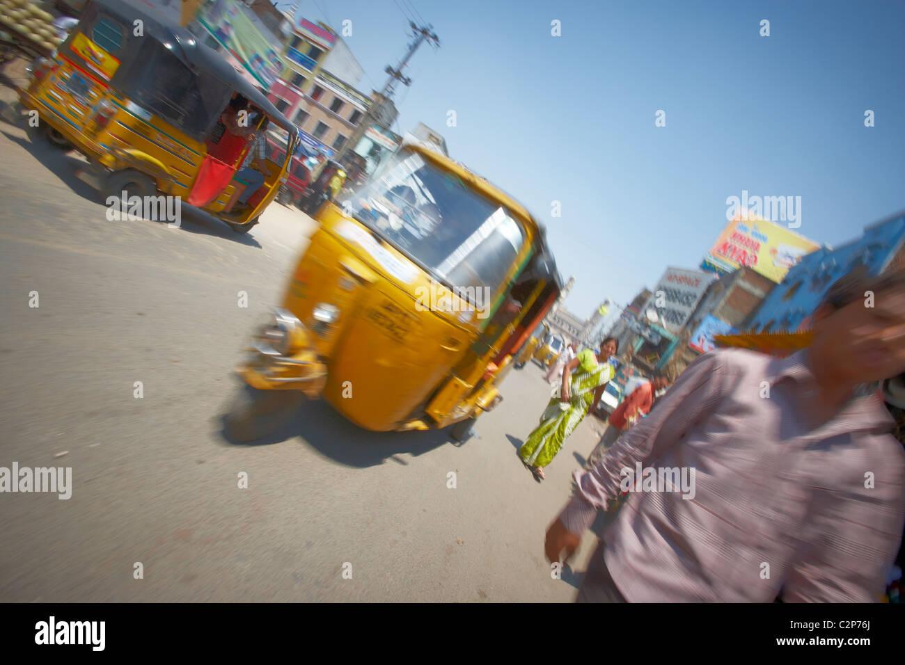 Rikscha-Fahrt in Indien. Stockbild