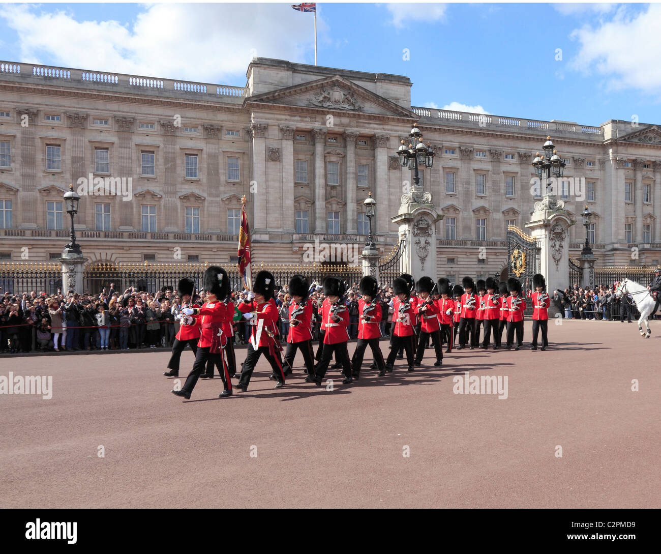 Ändern der Guard am Buckingham Palace in London. Stockbild