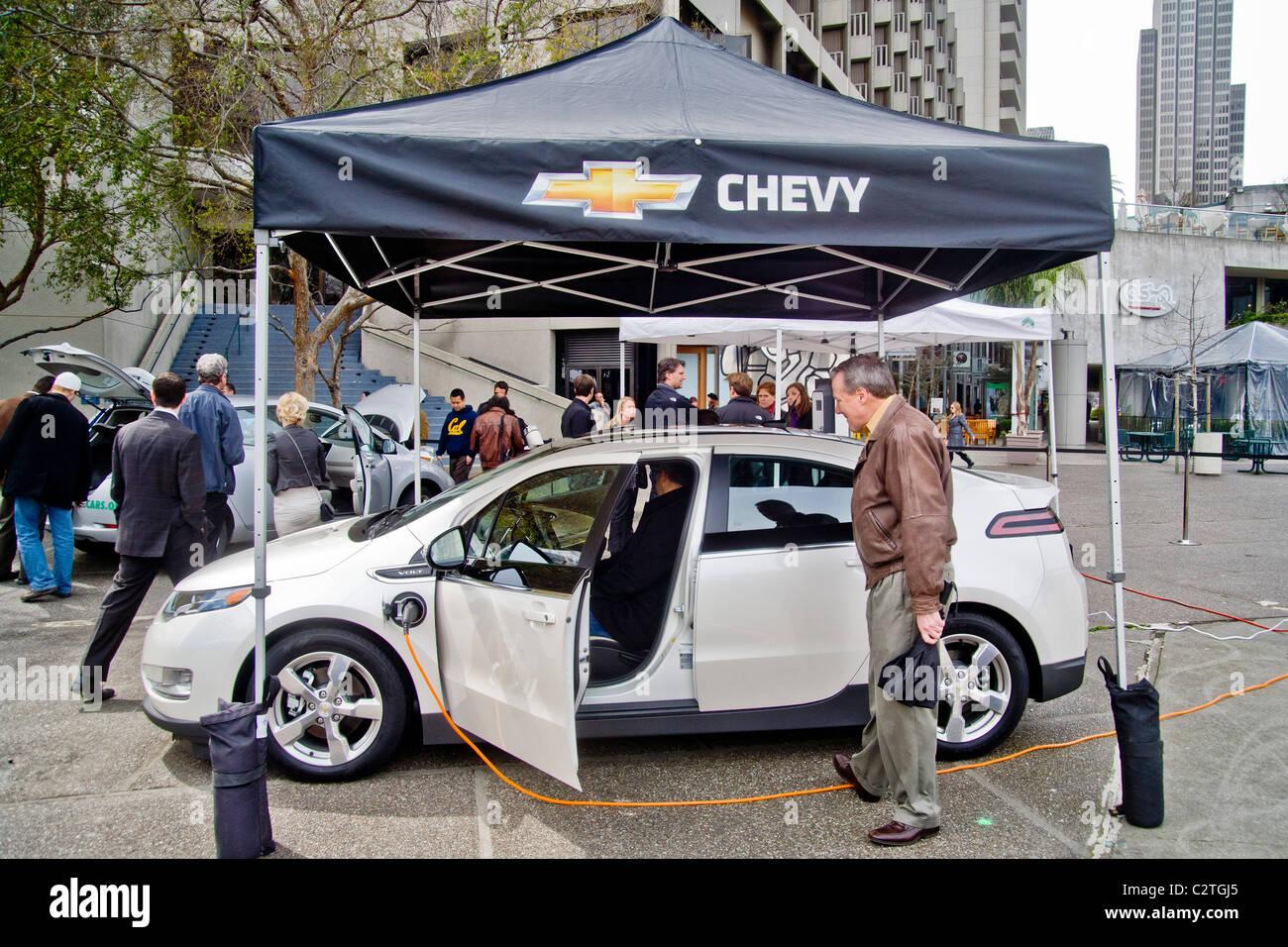 Ein Chevrolet Volt Hybrid Gas Elektro Auto Ist Auf Der Ausstellung Chevy In Embarcadero Center Innenstadt Von San Francisco