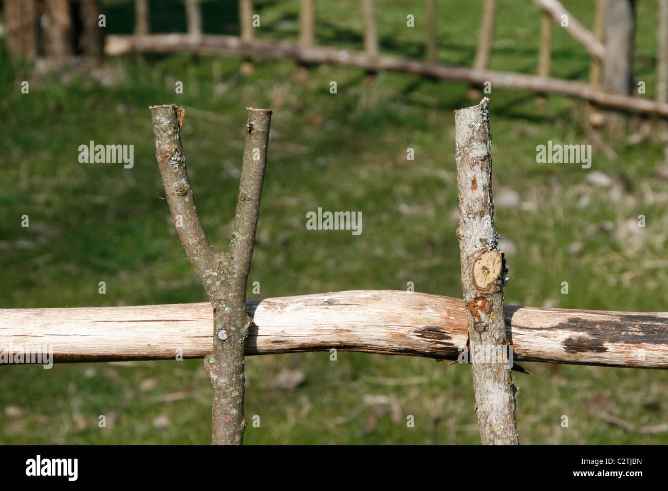 Alten Stil Zaun Gemacht Mit Holzernen Asten Stocke Stockfoto Bild