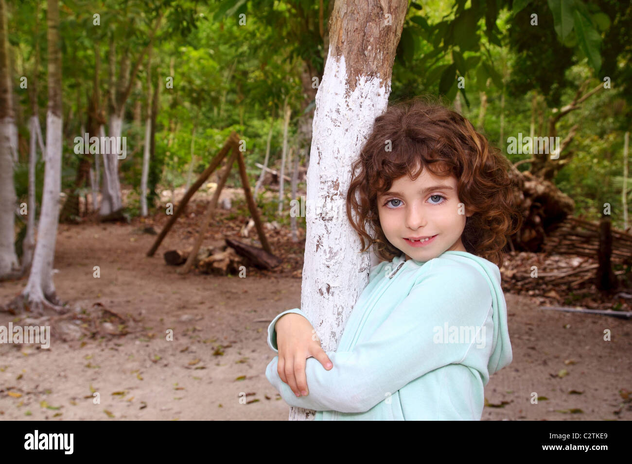 Wenig touristische Mädchen posiert in Mexiko Maya Riviera-Dschungel Stockbild