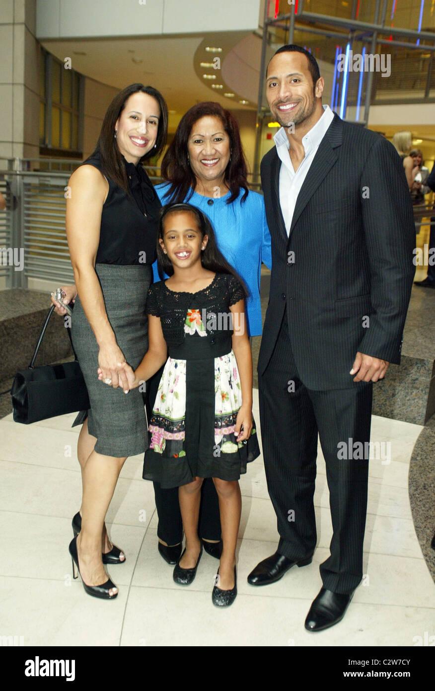 Atemberaubend Dwayne Johnson, The Rock mit seiner Ex-Frau, Mutter und Tochter @AH_65