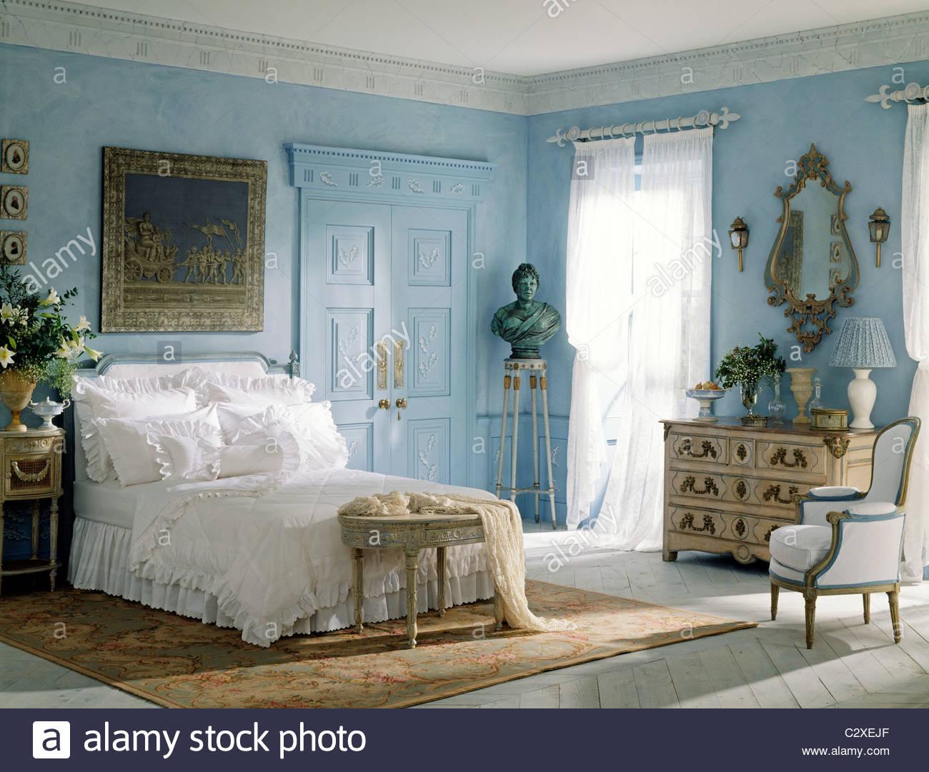 blau weiße schlafzimmermöbel französischen stil stockfoto, bild, Hause deko
