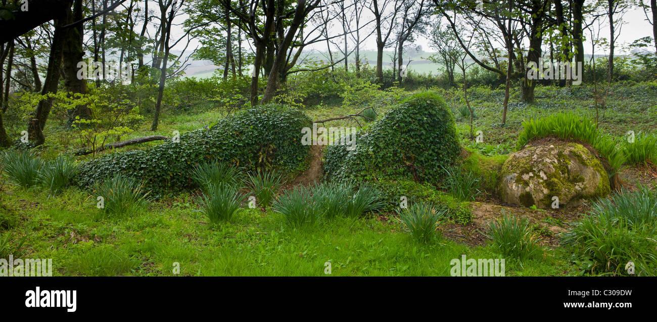 Mud Maid Erde Frau Skulptur aus Stein und Pflanzen an die verlorenen Gärten von Heligan Touristenattraktion, Stockbild
