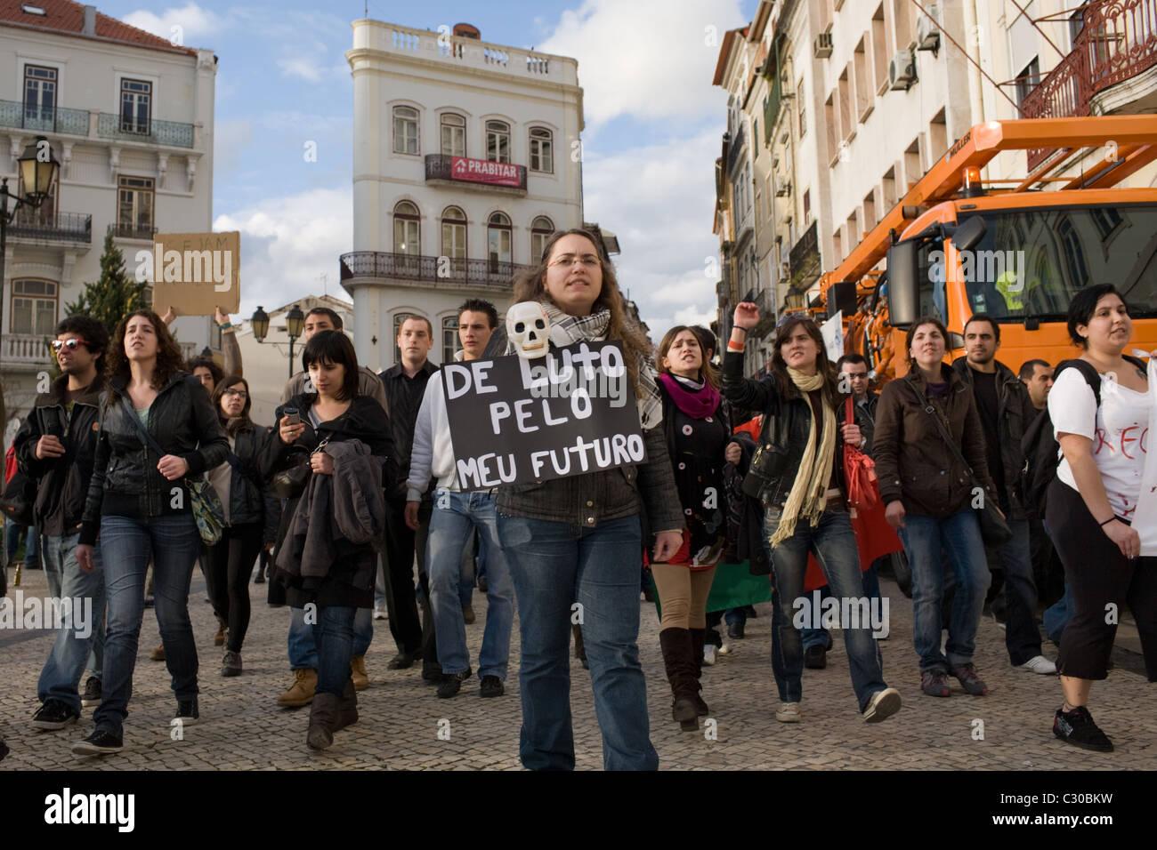 Anti-Bank protestieren Pro-Jobs in Coimbra, Portugal Stockbild