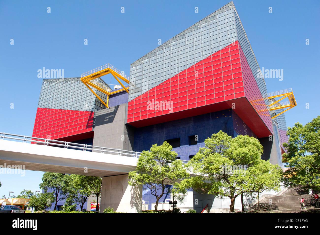 DIE SUNTORY MUSEUM, ERBAUT VON TADAO ANDO, SPEZIALISIERT AUF GRAFIK, TEMPOZAN NACHBARSCHAFT, OSAKA, JAPAN Stockbild