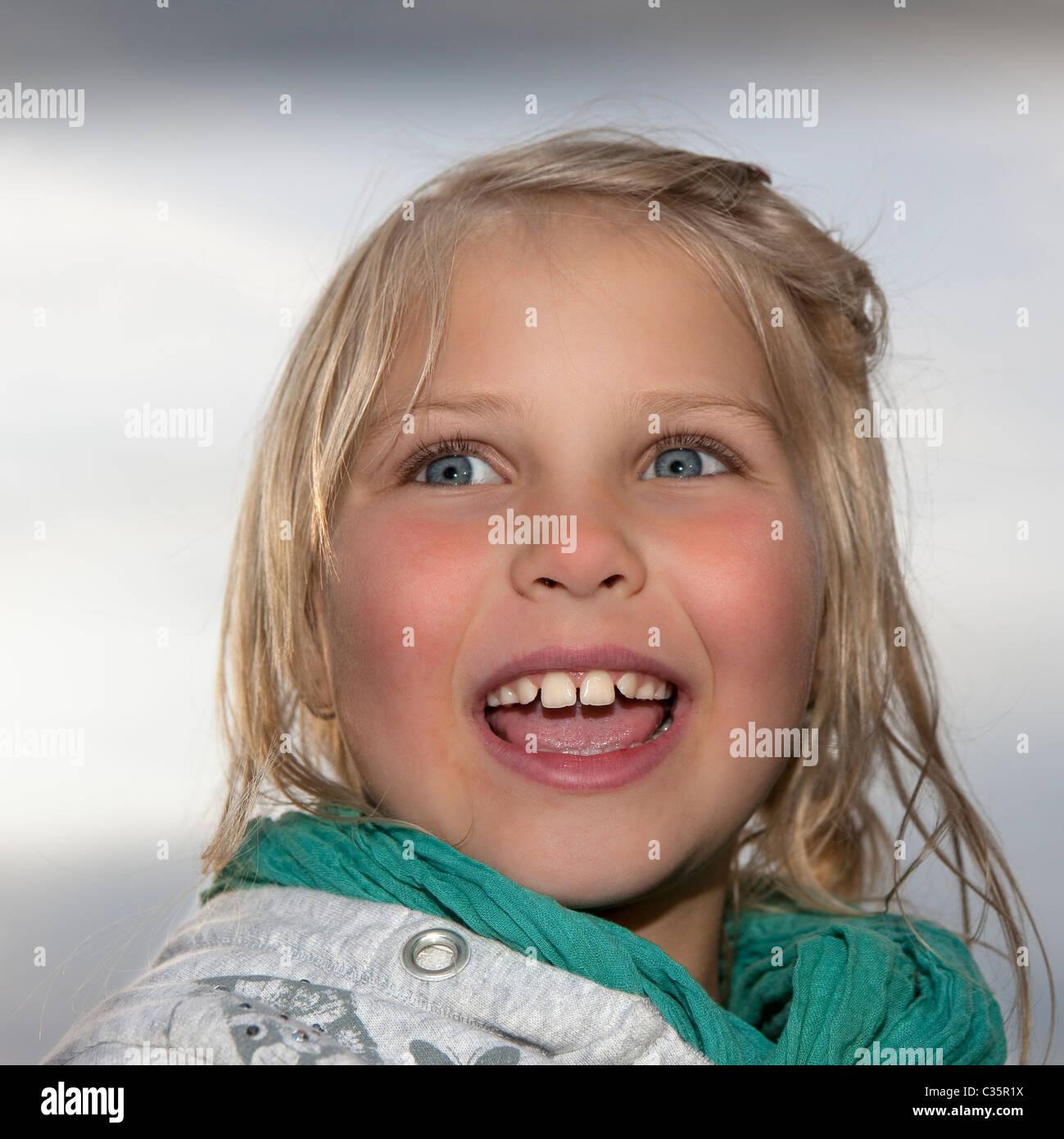 Porträt von kleinen Mädchen Stockbild