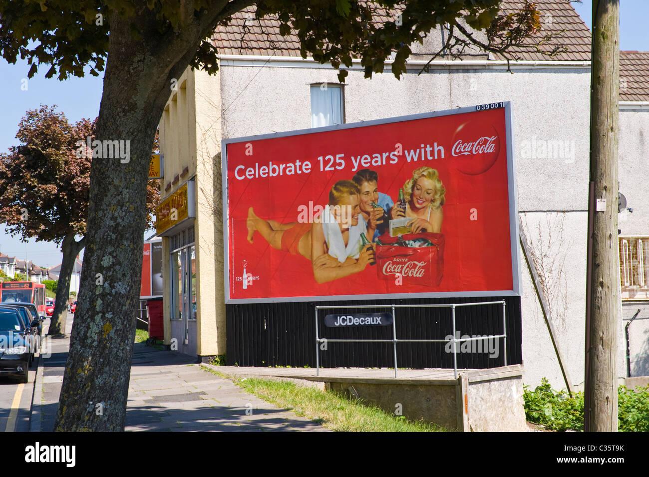 werbung auf reklametafeln jcdecaux site advert feiert 125 jahre coca cola stockfoto bild. Black Bedroom Furniture Sets. Home Design Ideas