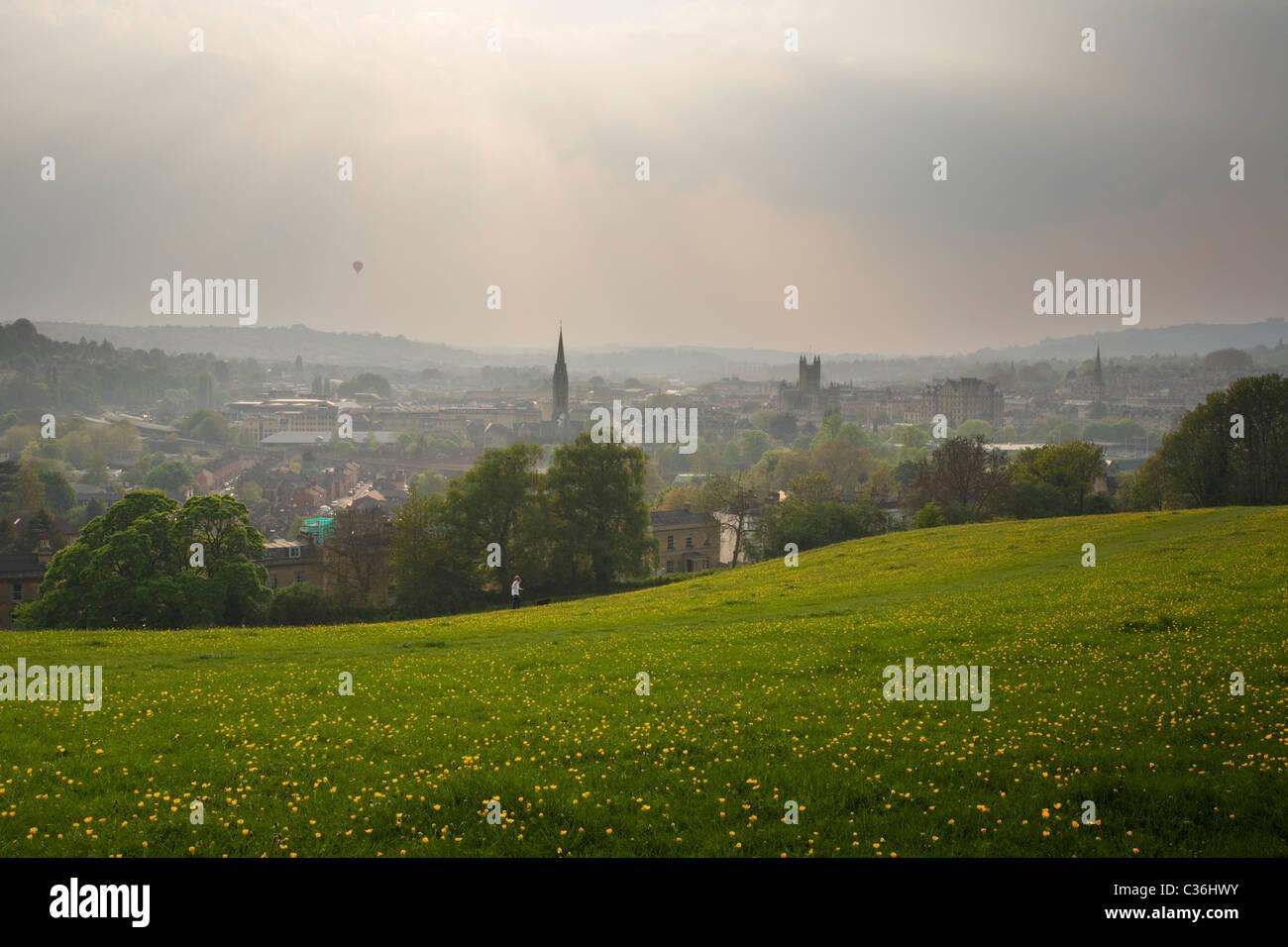 Bath City Skyline von Bathwick Hill im Frühjahr. Somerset. England. VEREINIGTES KÖNIGREICH. Stockbild