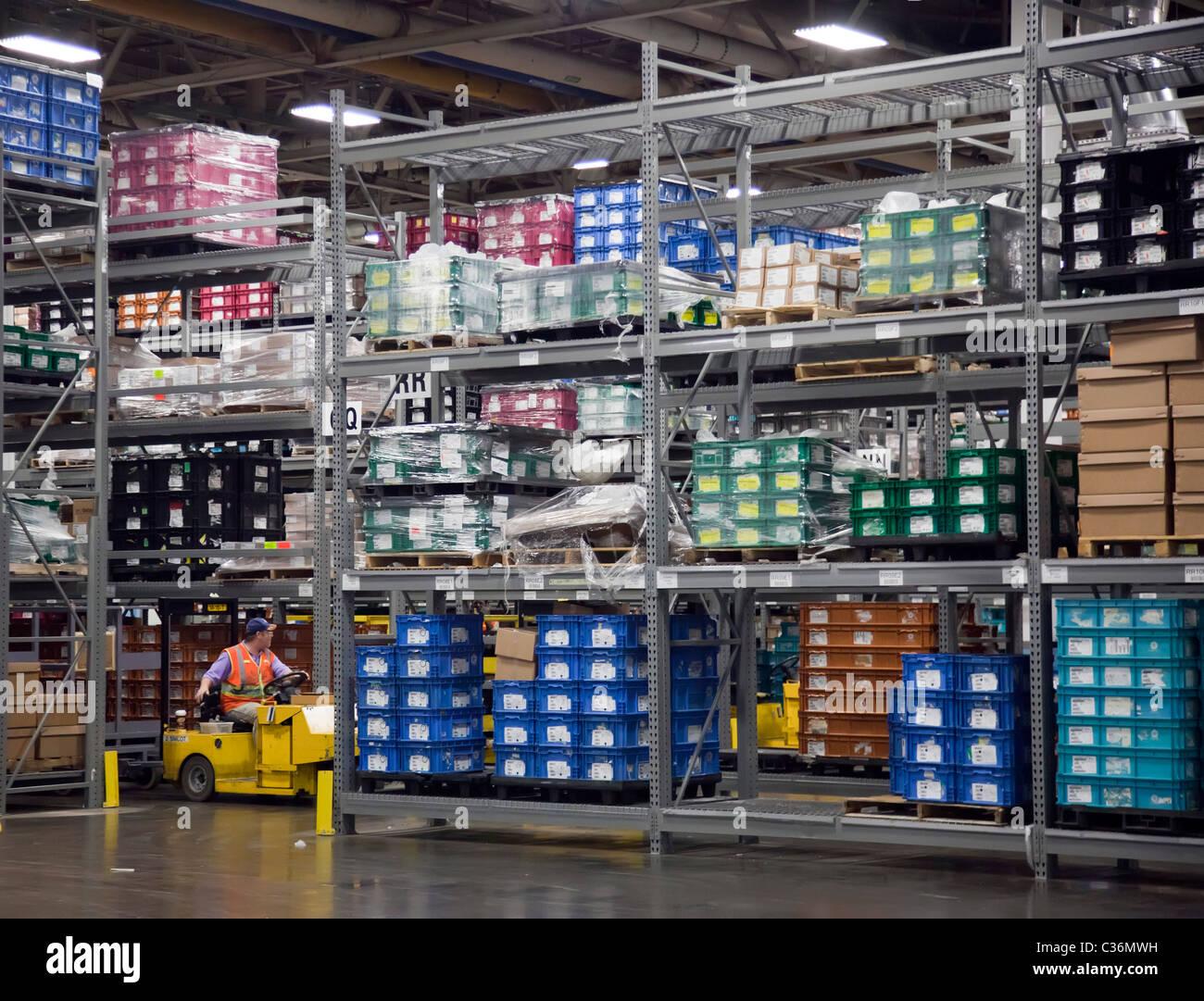 Detroit, Michigan - Autoteile in Chryslers Jefferson North Assembly Plant gestapelt. Stockbild