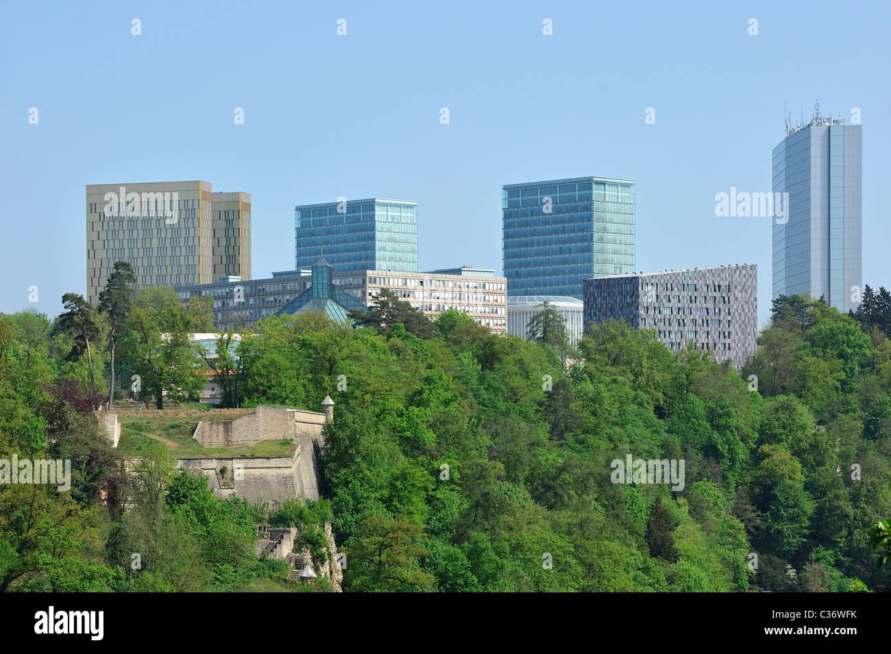 Moderne Gebäude auf dem Plateau de Kirchberg in Luxemburg, Großherzogtum Luxemburg Stockbild