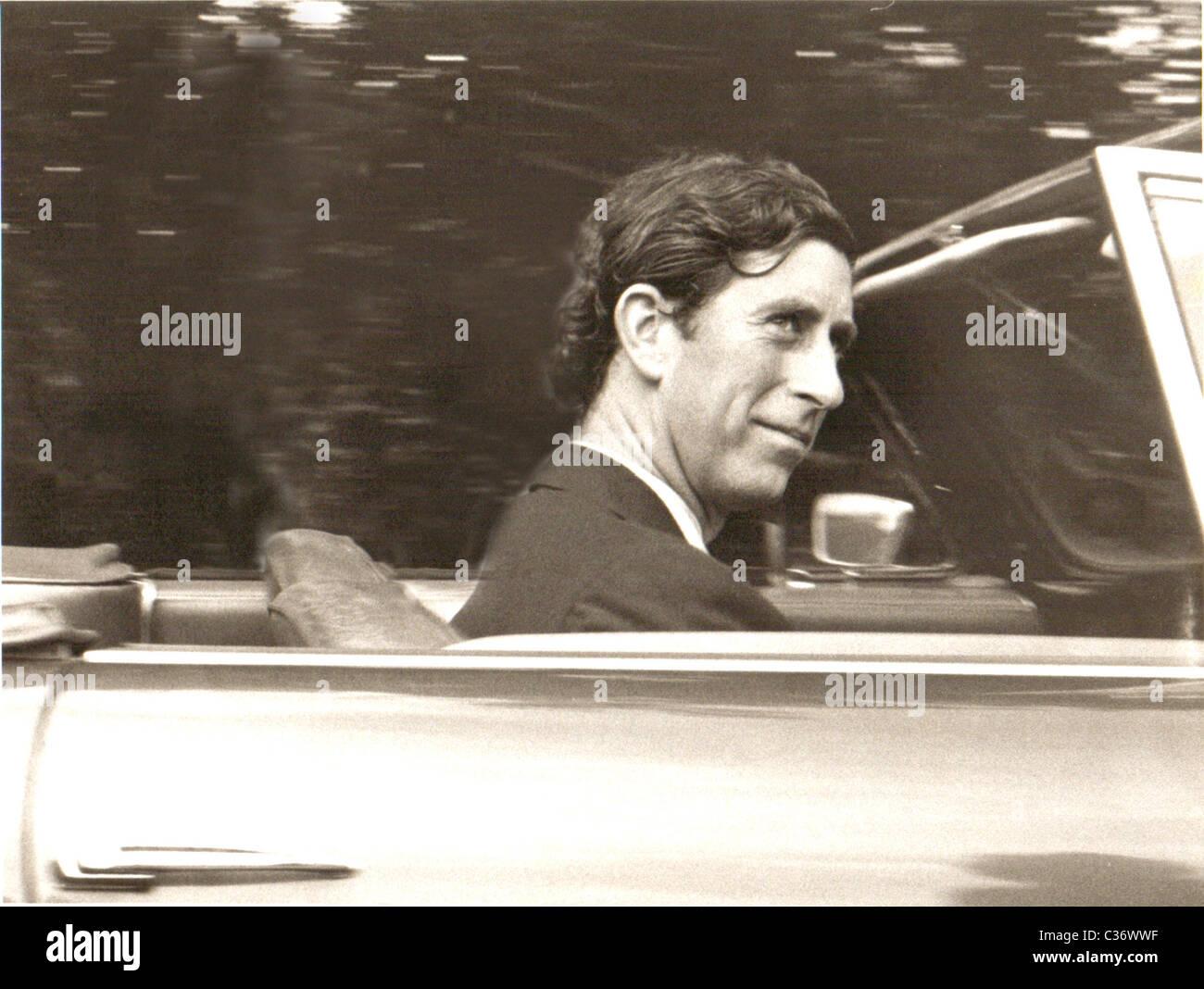 """Aston Martin war immer ein """"Vogel-Abzieher"""" - war Prinz Charles auch nicht immer, der alte Mann grau. Stockbild"""