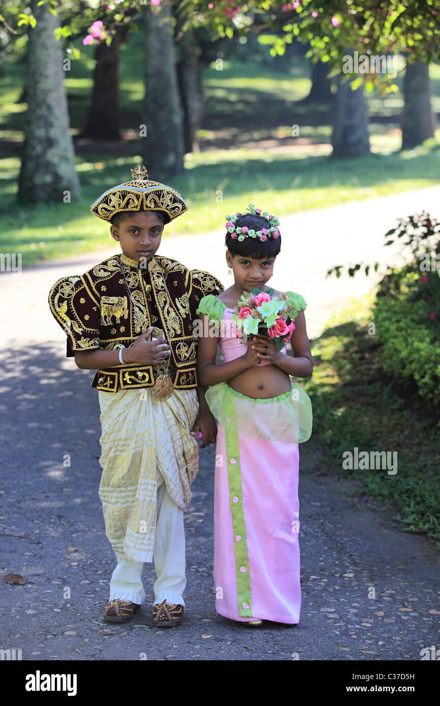 Hochzeit Zeremonie mit traditioneller Kleidung in Sri Lanka Asien ...