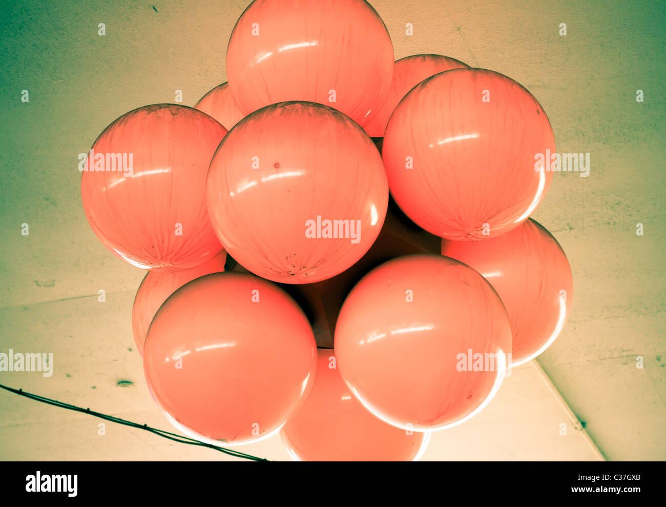Bunte Ballonkunst nah an das Postfach in Birmingham, Großbritannien. Stockbild
