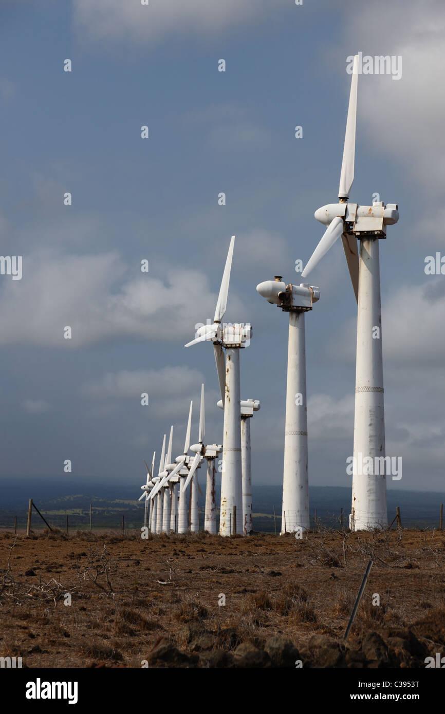 Rostig, heruntergekommenen Windkraftwerk auf Big Island, Hawaii Stockbild