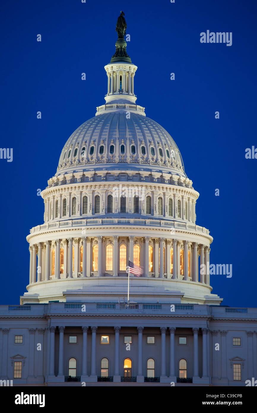 United States Capitol am Ende der National Mall in Washington, DC am frühen Abend Stockbild