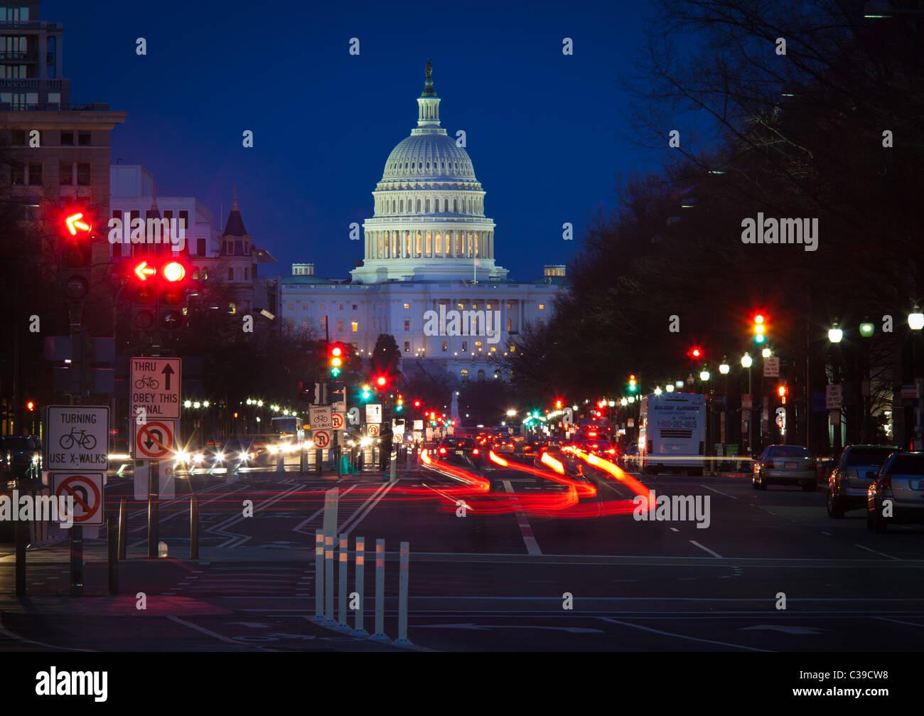 United States Capitol am Ende der National Mall in Washington, DC, gesehen von der Pennsylvania Avenue in den frühen Stockbild
