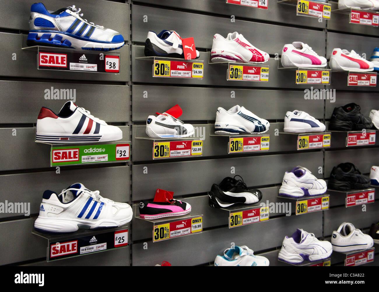 Shoe Sale Shoes On Sale Stockfotos und bilder Kaufen Alamy
