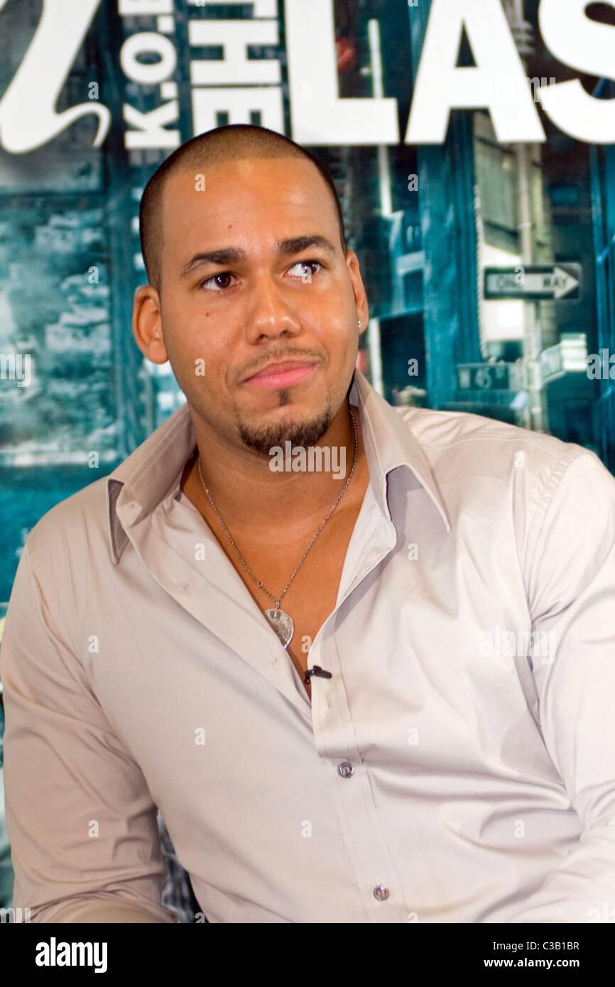 Anthony Romeo Santos Aventura Halten Eine Pressekonferenz Zur