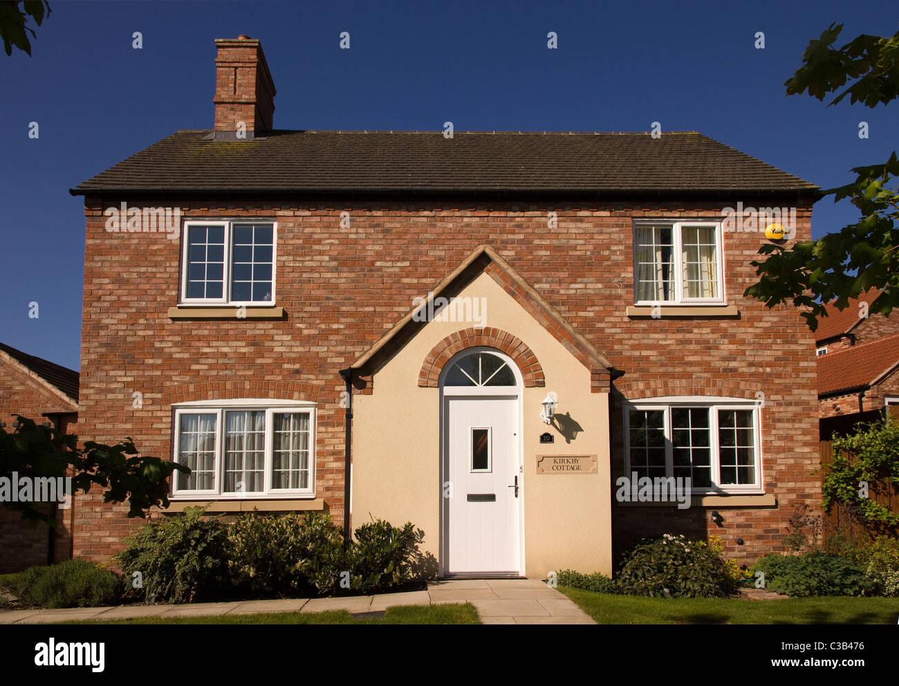 neubau haus im traditionellen englischen cottage stil gebaut von bovis homes england uk. Black Bedroom Furniture Sets. Home Design Ideas