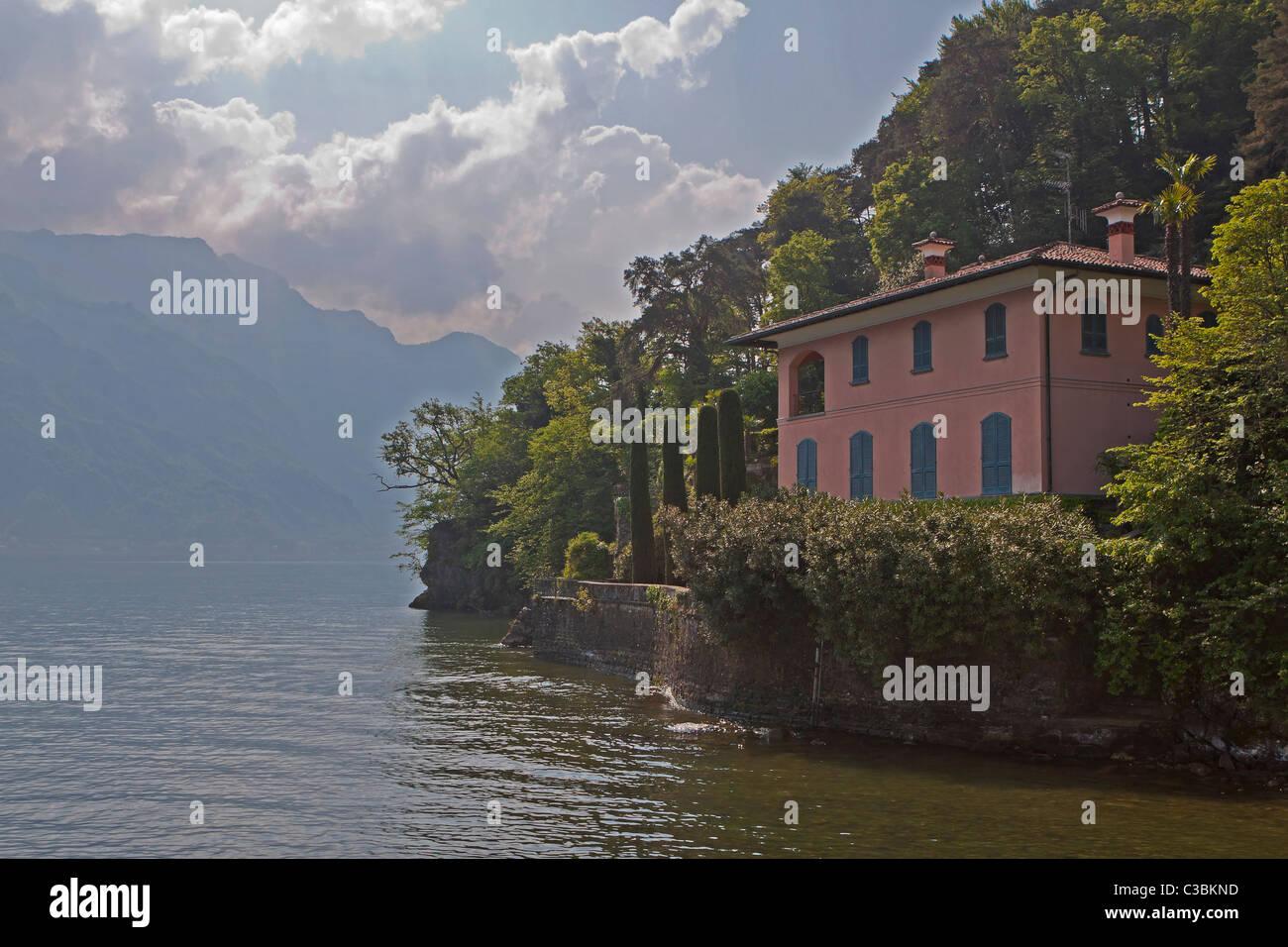Berühmtes Dorf bin Lago di Como Stockbild