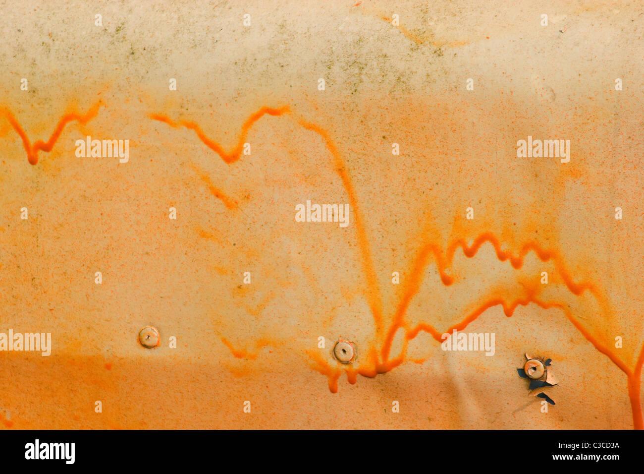 Leuchtfarbe Orange Tag laufen Tropfenfänger Panel getrocknet niet pop verwitterten Falte delle abstrakten Hintergrund Stockbild