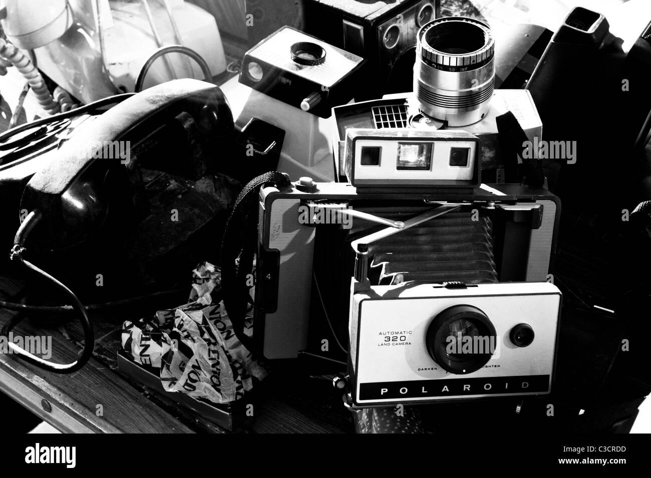 Oldtimer Kameras auf Höllen Küche Flohmarkt Stockfoto, Bild ...