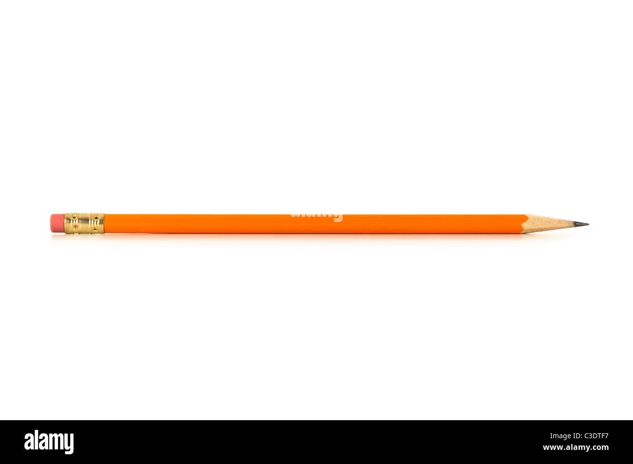 Spitzen Bleistift mit Reflexion isoliert auf einem weißen Stockbild