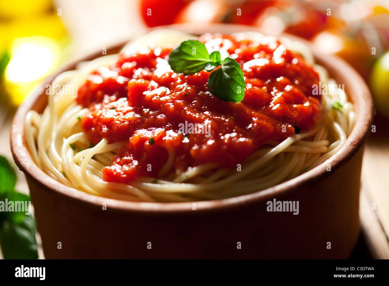 Spaghetti und Tomatensauce Stockbild